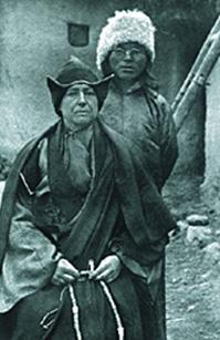 Рис. 1. Александра Давид-Нэель в одеянии буддийской монахини